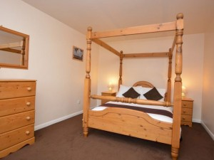 Ash Derbyshire Holiday Cottage Double four poster bedroom