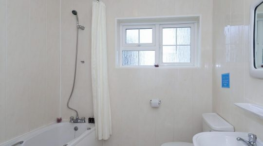 Ash Cottage 3 bedroom Bathroom Paddock House Farm Holiday Cottages